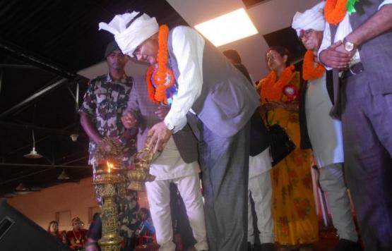 नेपाल सरकारका सञ्चार तथा सूचना प्रविधि मन्त्री माननीय श्री गोकुल प्रसाद बास्कोटा ज्यू ३ नं. प्रदेश स्तरीय बृहत नृत्य महोत्सव २०७५ उद्घाटन गर्नु हुदै ।